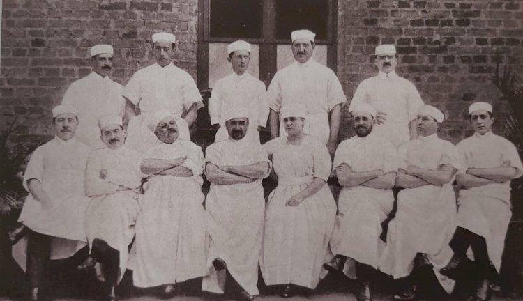 1918 - O Médico Arnaldo Vieira de Carvalho com colegas professores e alunos
